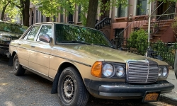 Classic-Mercedes-Diesel-in-Clinton-Hill-Brooklyn_KarlStorchmann_red